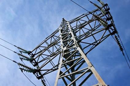 pylône électrique vu de dessous