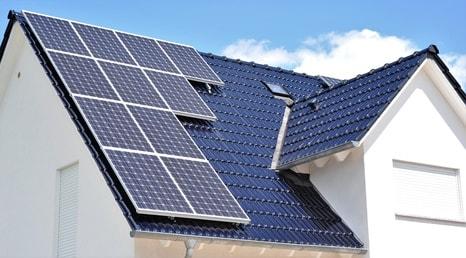 toiture solaire - toit équipé de panneaux photovoltaïques pour autoconsommation
