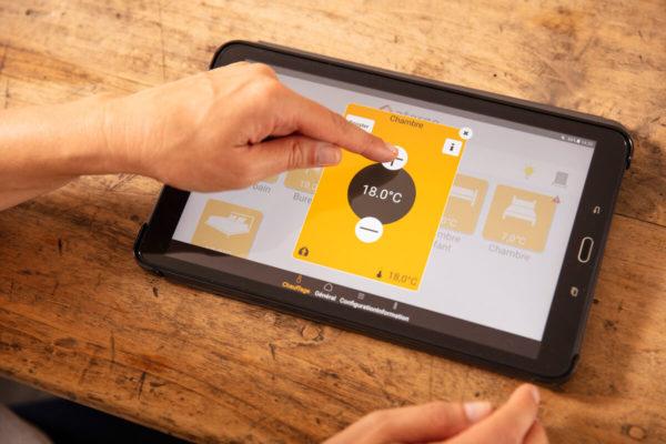 tablette avec application pour gerer à distance son radiateur a inertie intelligent